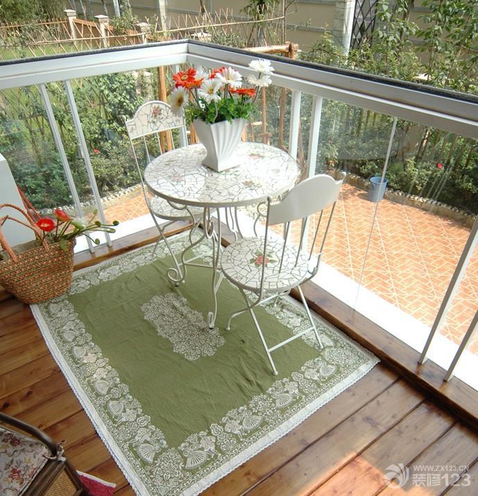 家庭小阳台圆形茶几效果图