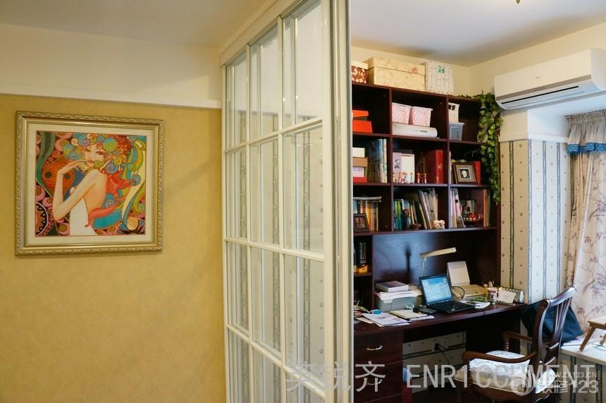 最新小书房玻璃门隔断装修图片