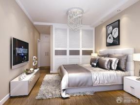沙发床 地垫 原木地板 床头柜 电视柜 定制衣柜 衣柜门 白色踢脚线