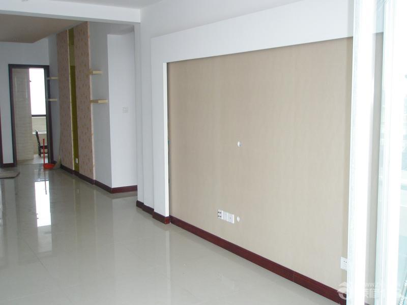 家装客厅红木色踢脚线装修效果图