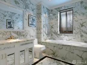 衛生間瓷磚 衛生間設計 入墻式馬桶 大理石包裹浴缸 洗臉池 百葉窗簾 鏡子 射燈 頂角線 大理石地磚 波打線 浴室柜 墻面設計 大理石墻面 裝飾畫 裝飾品