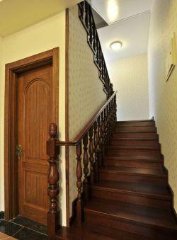 小花壁纸 大理石地砖 黄色地砖 石膏板吊顶 吸顶灯 楼梯立柱 木质门