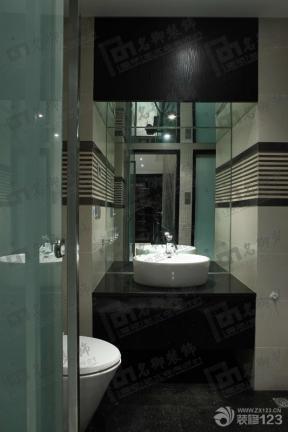 黑白简约卫生间设计装修效果图