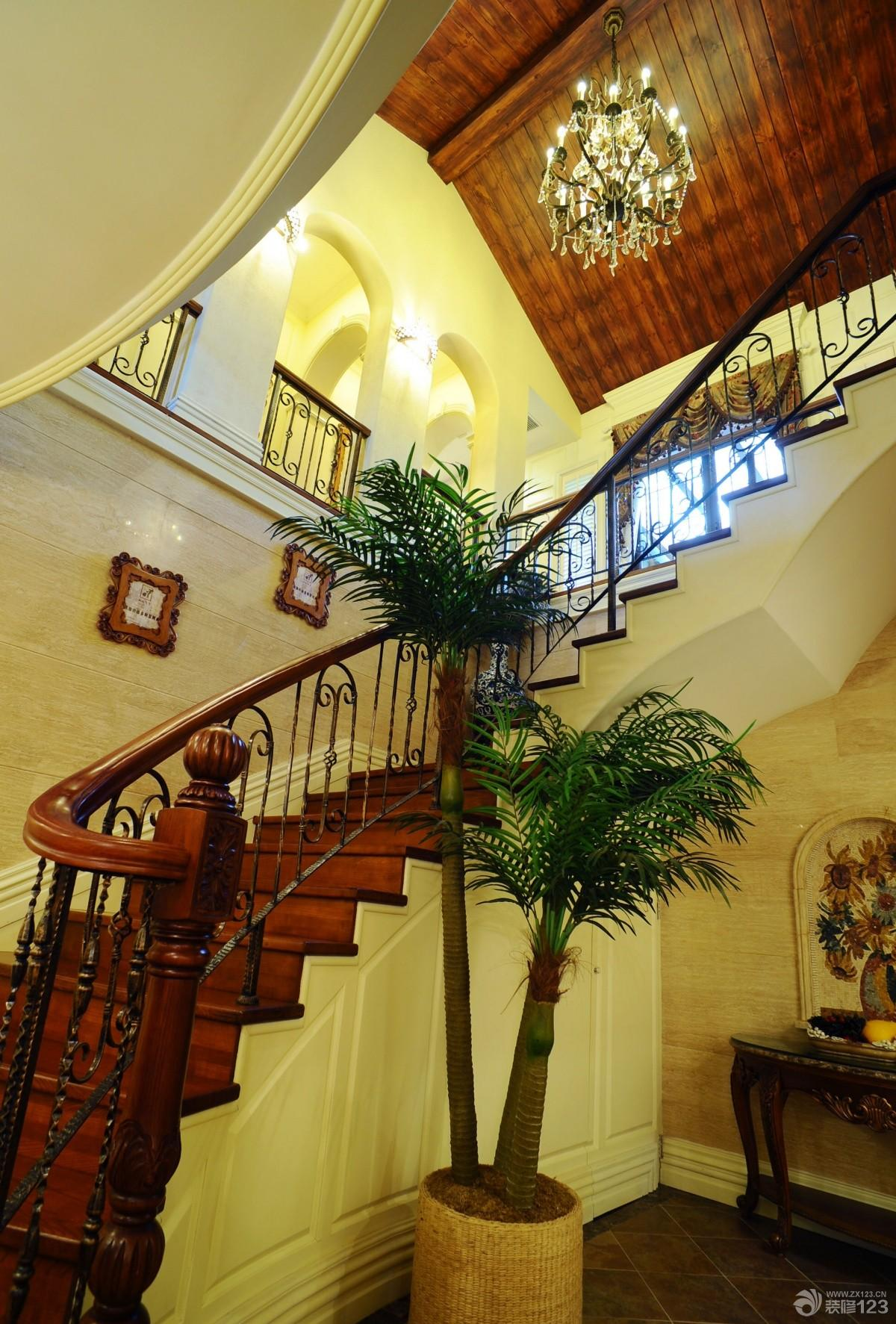 美式风格别墅室内楼梯设计效果图片
