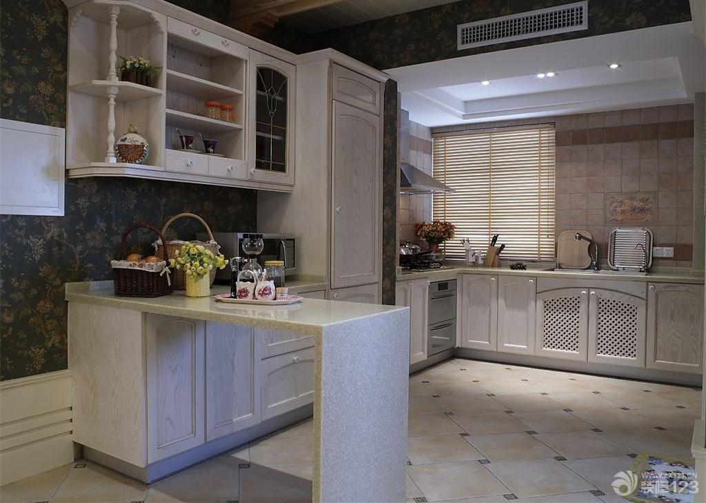 最新欧式厨房地面拼花瓷砖装修效果图