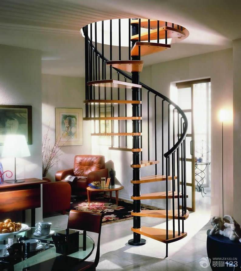 法式风情小阁楼旋转楼梯设计图片