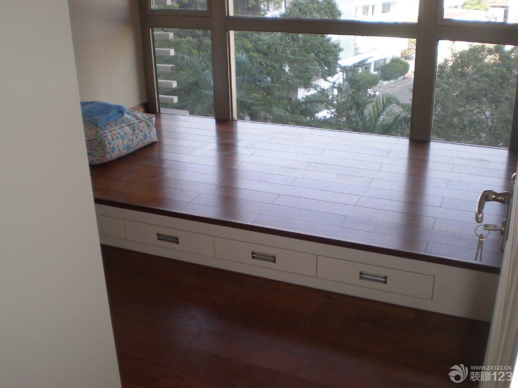 交换空间阁楼木地板飘窗装修实景图