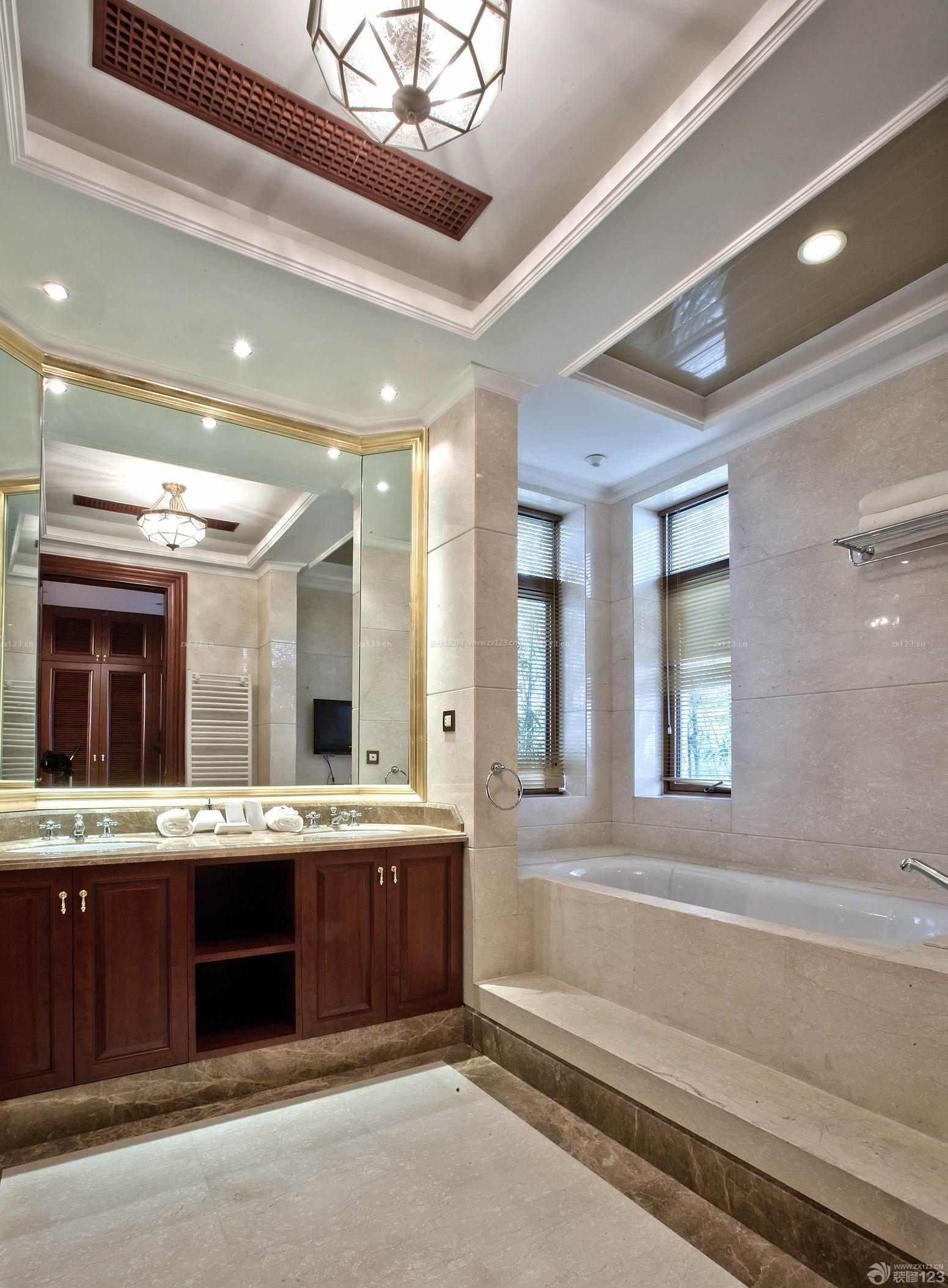 美式小复式楼样板房卫生间装修设计图片