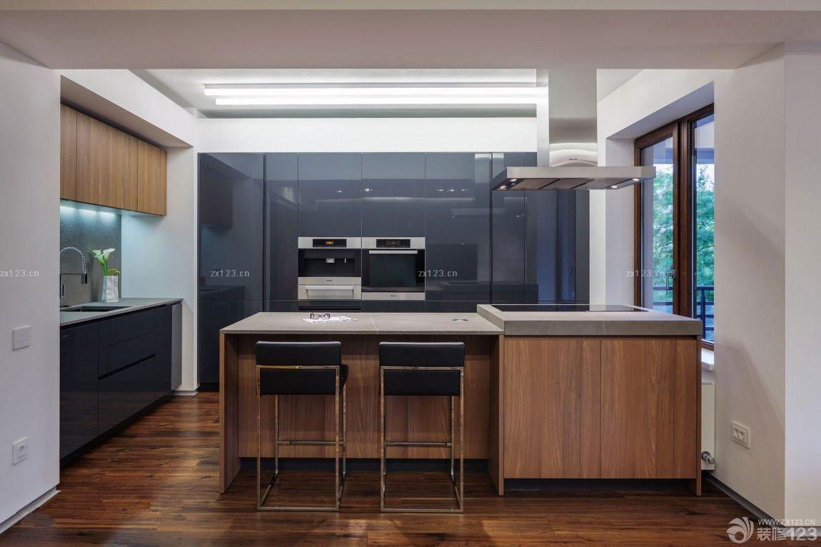 现代风格斜顶阁楼客厅电视背景墙组合柜实景图