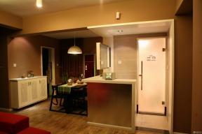 玄關設計 鞋柜 深褐色木地板