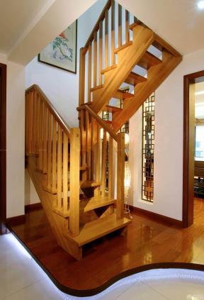 110平方 家庭中式 實木樓梯