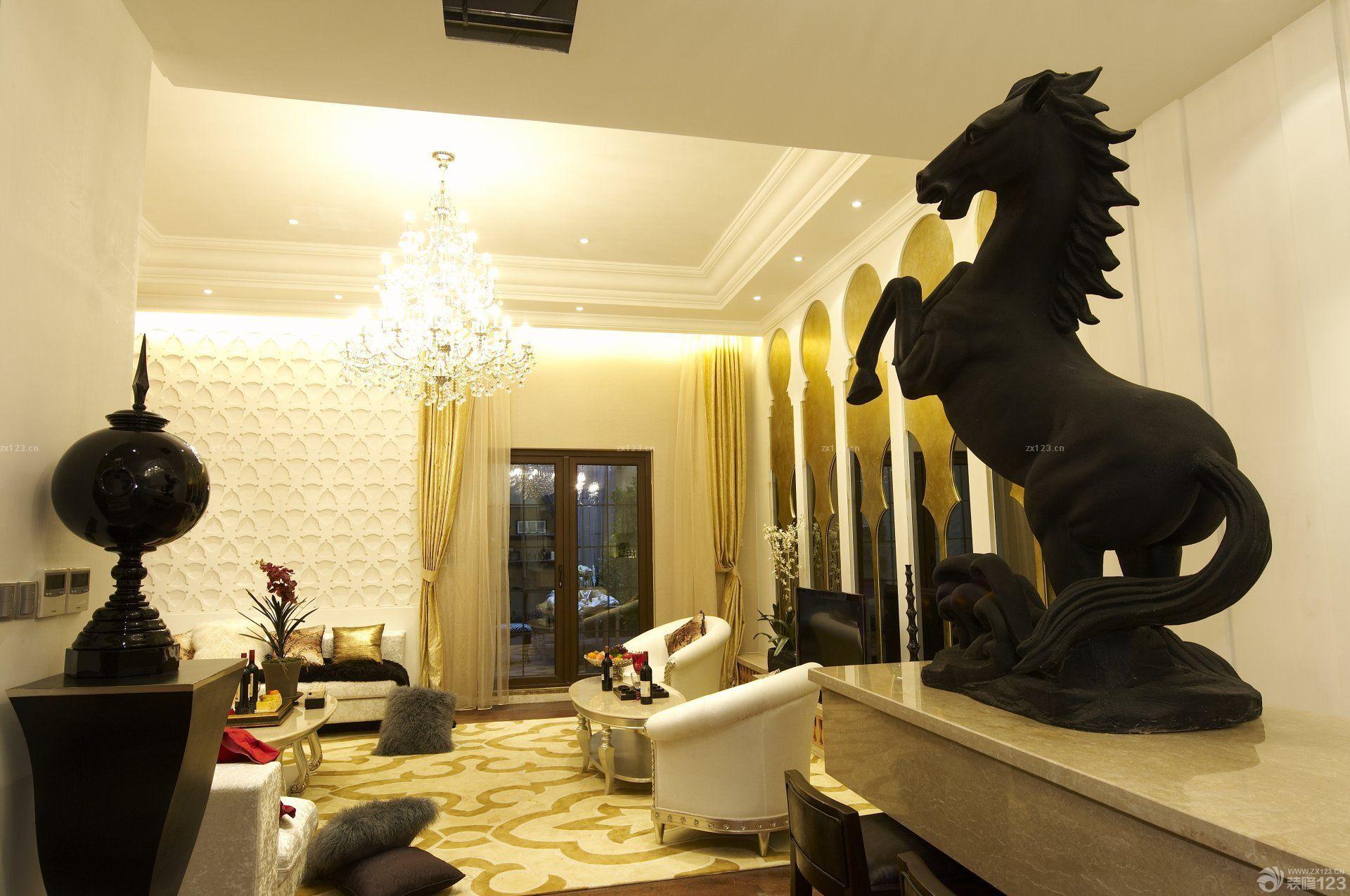 东南亚风格客厅镜面背景墙设计图片