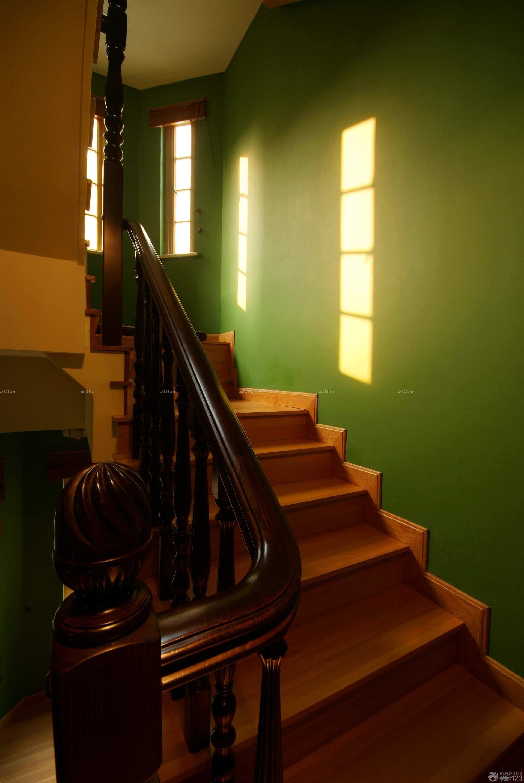 最新别墅实木楼梯扶手实景图