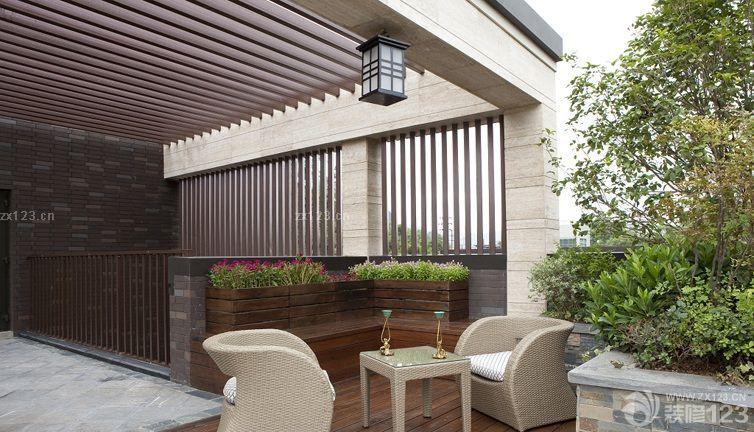 阳台简约风格木质吊顶效果士