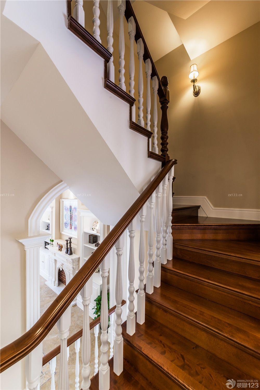 家装效果图 美式 美式房屋木楼梯装修设计实景图 提供者:   ←