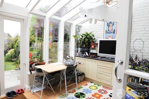 其规划的方案来设计出的效果,这样才是户主想要的生活阳台装修效果.