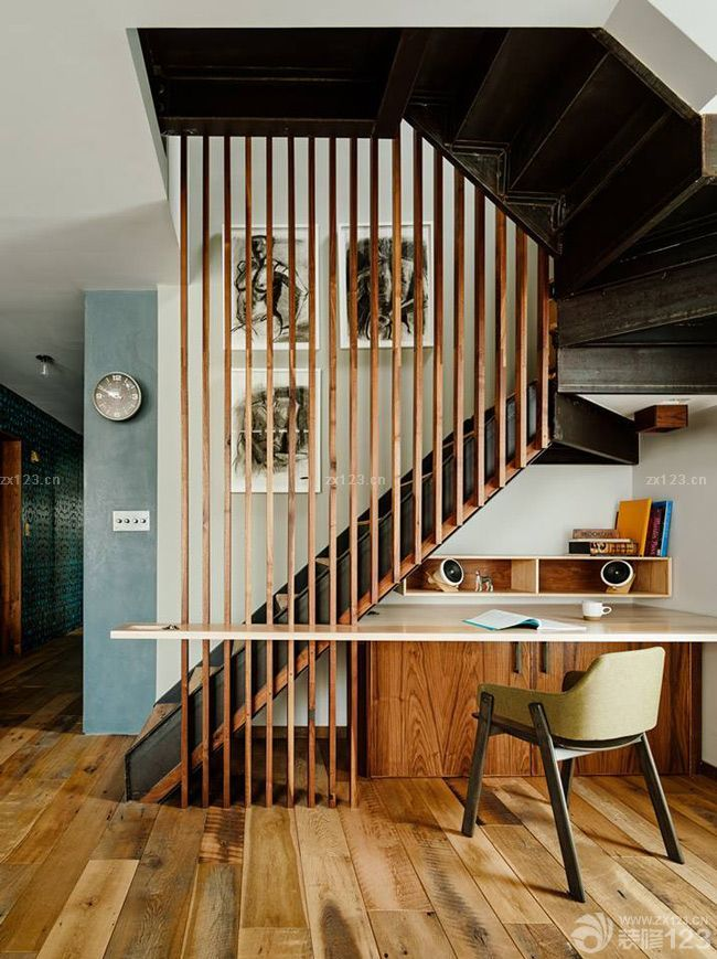 美式风格楼梯隔断设计图片