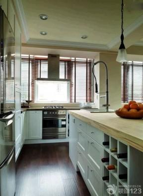 小戶型陽臺改廚房 深褐色木地板
