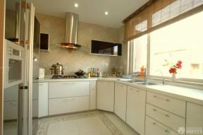 半敞開式廚房