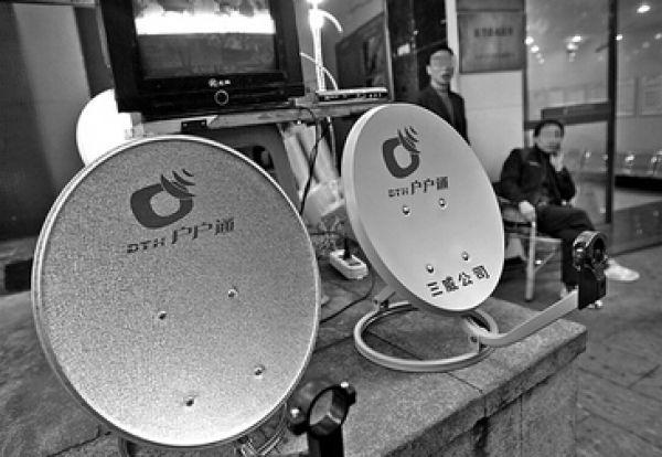 > 电视锅盖的安装方法  电视锅盖安装方法   把高频头和锅盖装好,大头