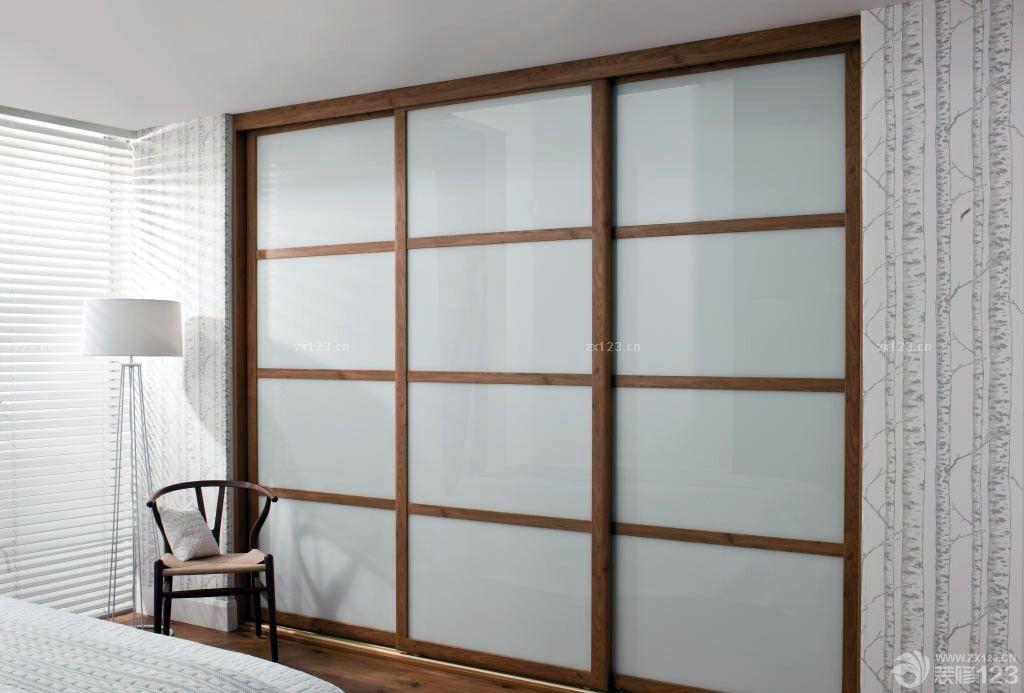 20平米卧室衣柜玻璃门效果图片