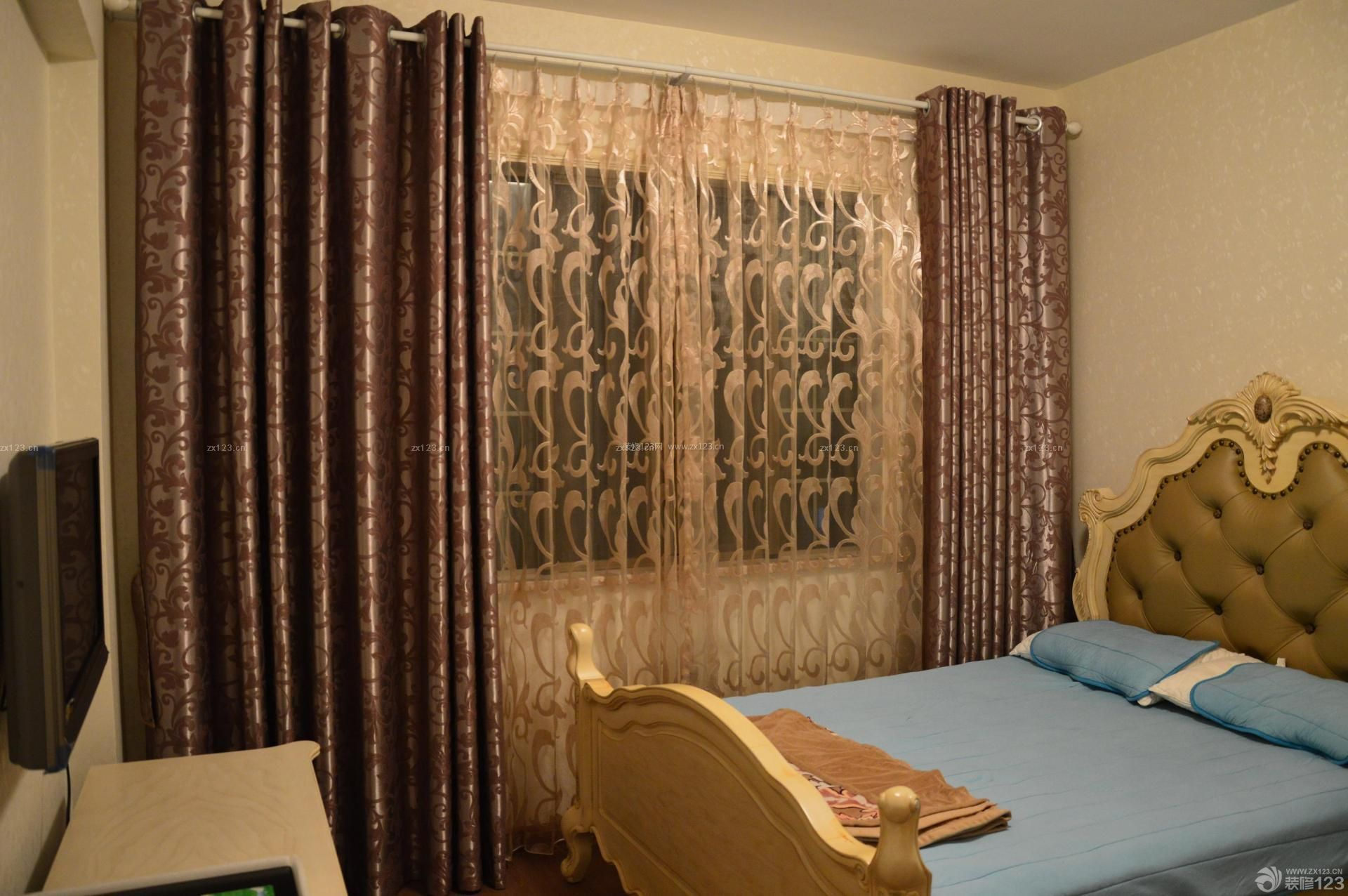 欧式棕色花纹窗帘设计图