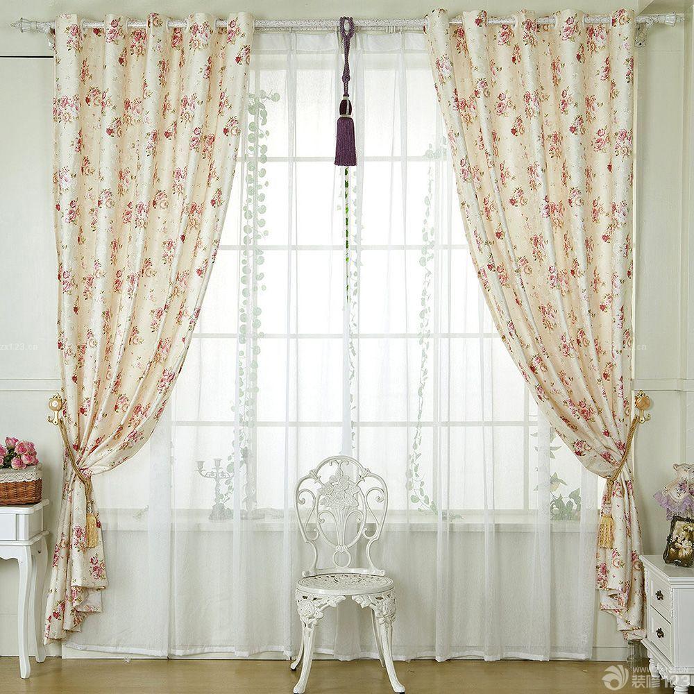 欧式卧室小窗碎花形窗帘实景效果图