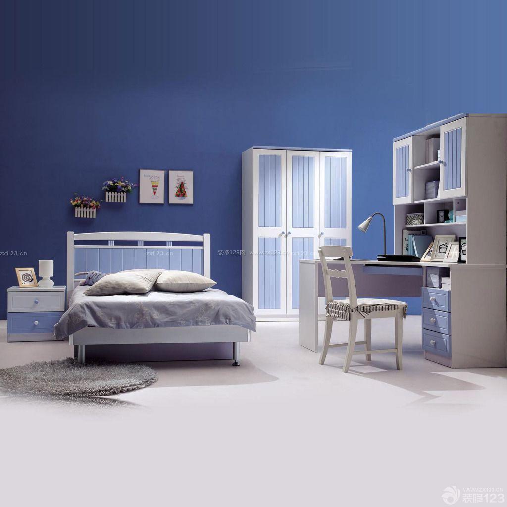 现代风格卧室深蓝色墙面转角书柜装修效果图