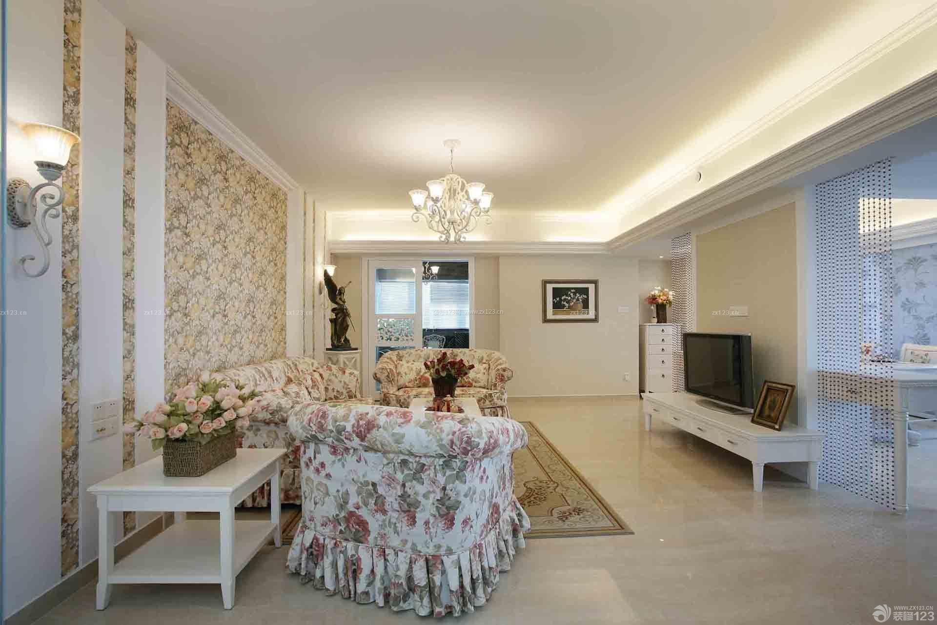欧式墙面壁纸客厅壁灯装修效果图