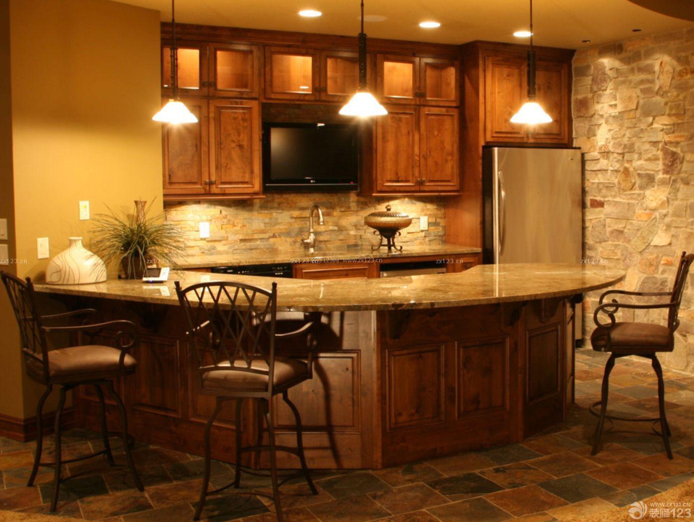 最新美式乡村风格橱柜带吧台装修案例