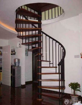 90平米复式楼阁楼旋转楼梯设计效果图图片