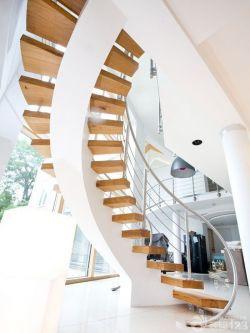 高檔別墅旋轉木制樓梯效果圖