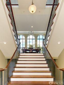高檔別墅木制樓梯設計效果圖