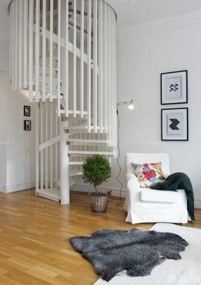 60平米小居室 旋轉樓梯