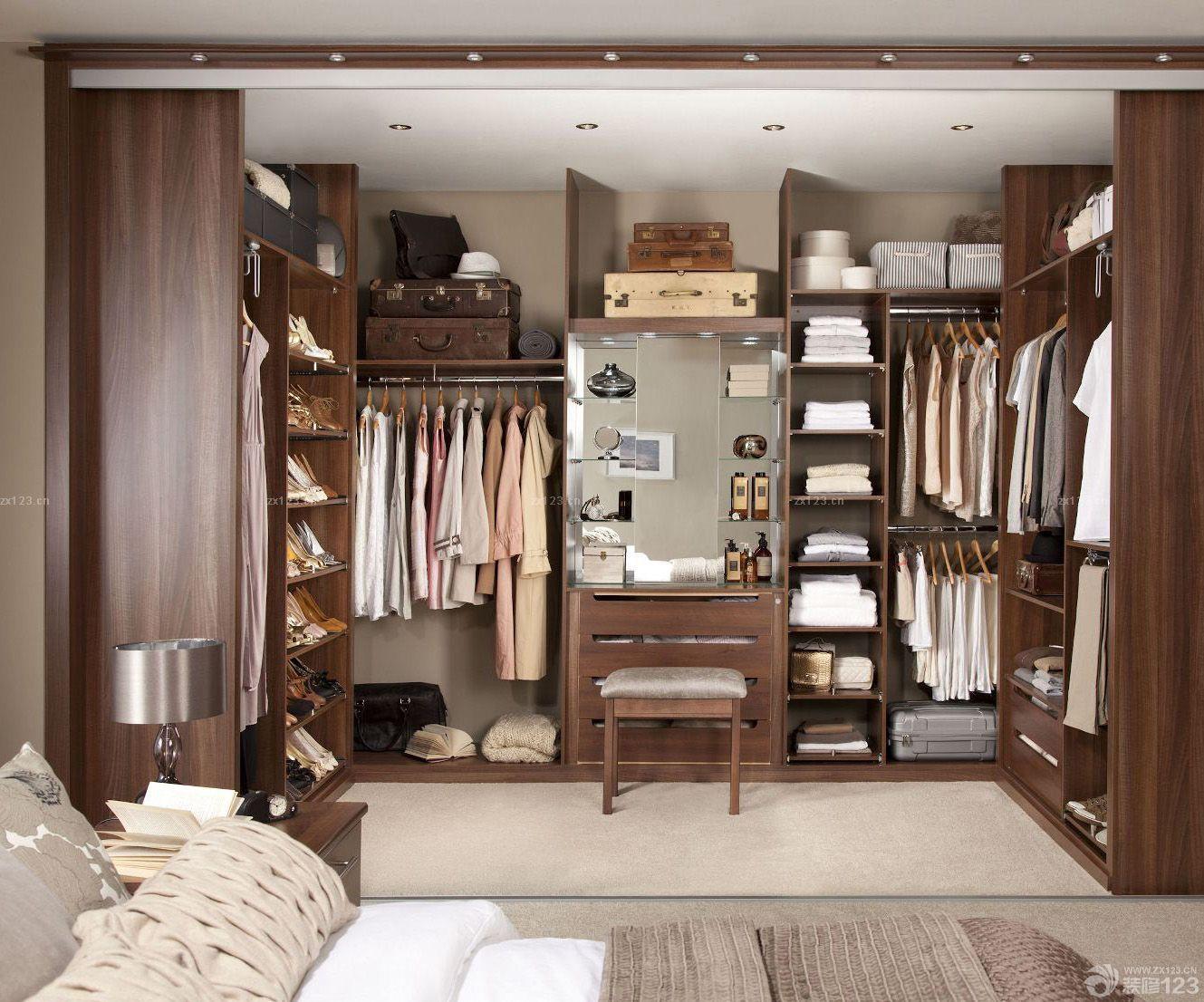 美式风格房子走入式衣柜装修效果图