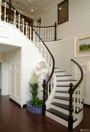 70平米小復式樓裝修效果圖 木樓梯扶手裝修效果圖