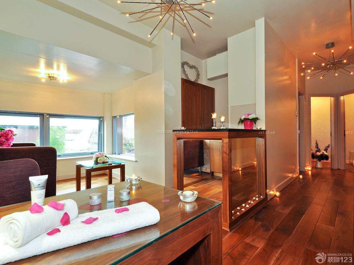 欧式美容院深棕色木地板装修效果图