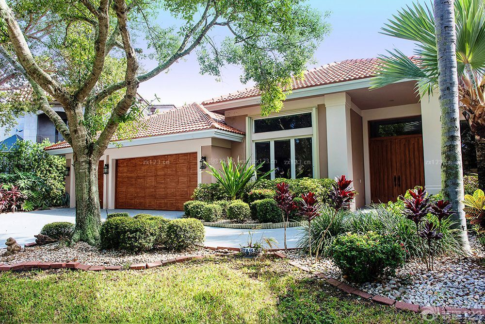 联排美式风格别墅庭院设计图片