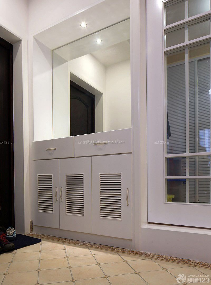 家装85平方房子进门鞋柜装修效果图2015款