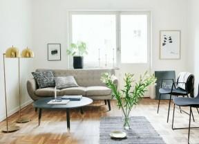 小戶型二手房裝修 棕黃色木地板裝修效果圖片