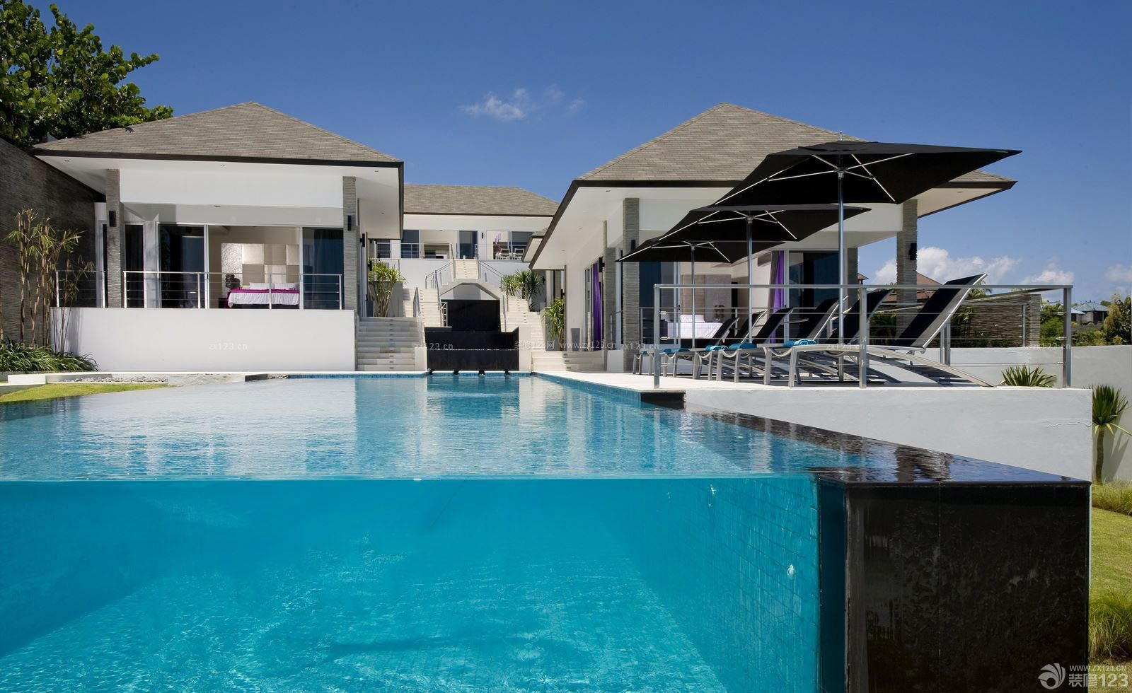 现代时尚海景别墅游泳池设计装修效果图片