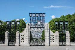 大型別墅外圍墻門柱設計
