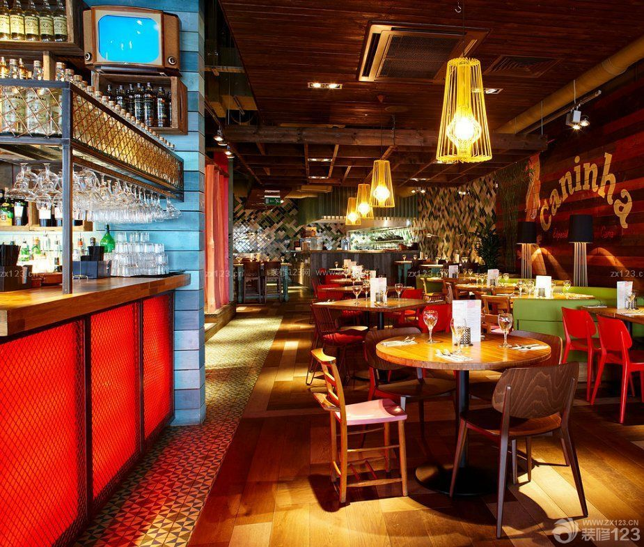 特色酒吧室内木质吊顶装修效果图片