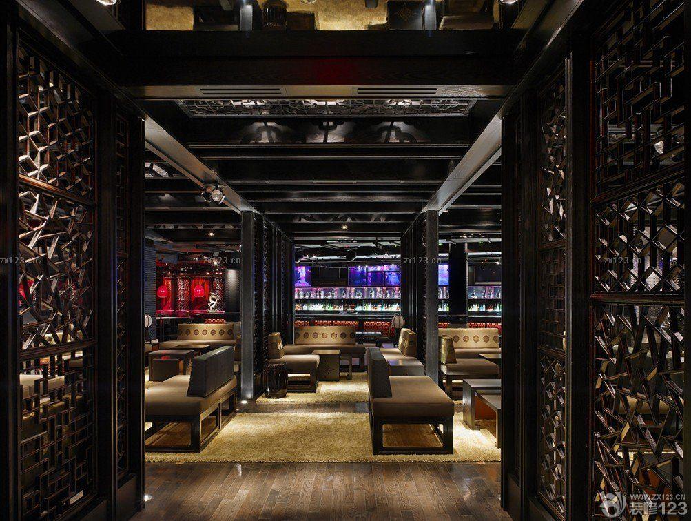 酒吧现场木质隔断装修效果图片
