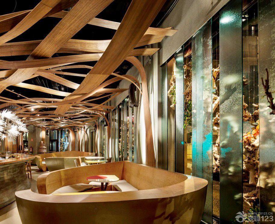 个性酒吧创意木质吊顶图片
