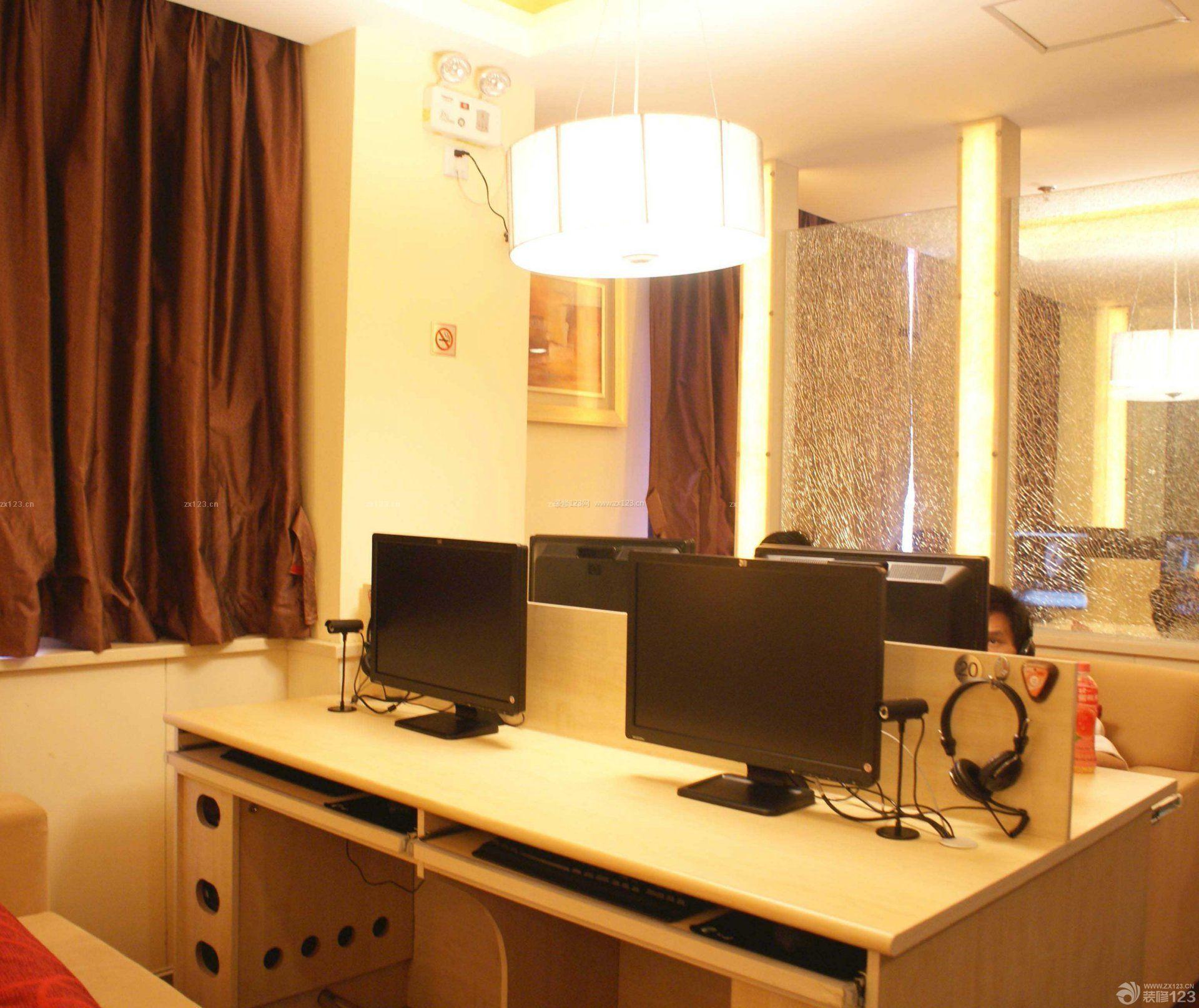 小型网吧电脑桌装修实景图