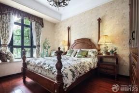 主臥室裝修效果圖片 復古碎花壁紙圖片