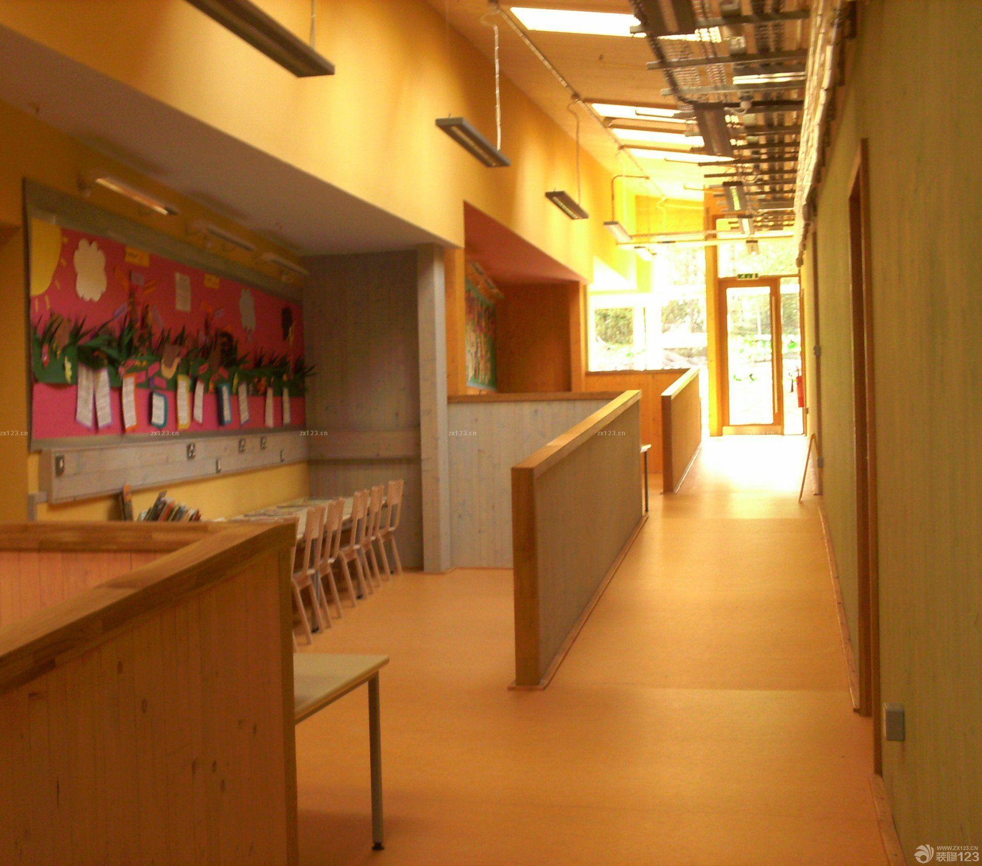 儿童房间的条纹壁纸装修设计效果图片