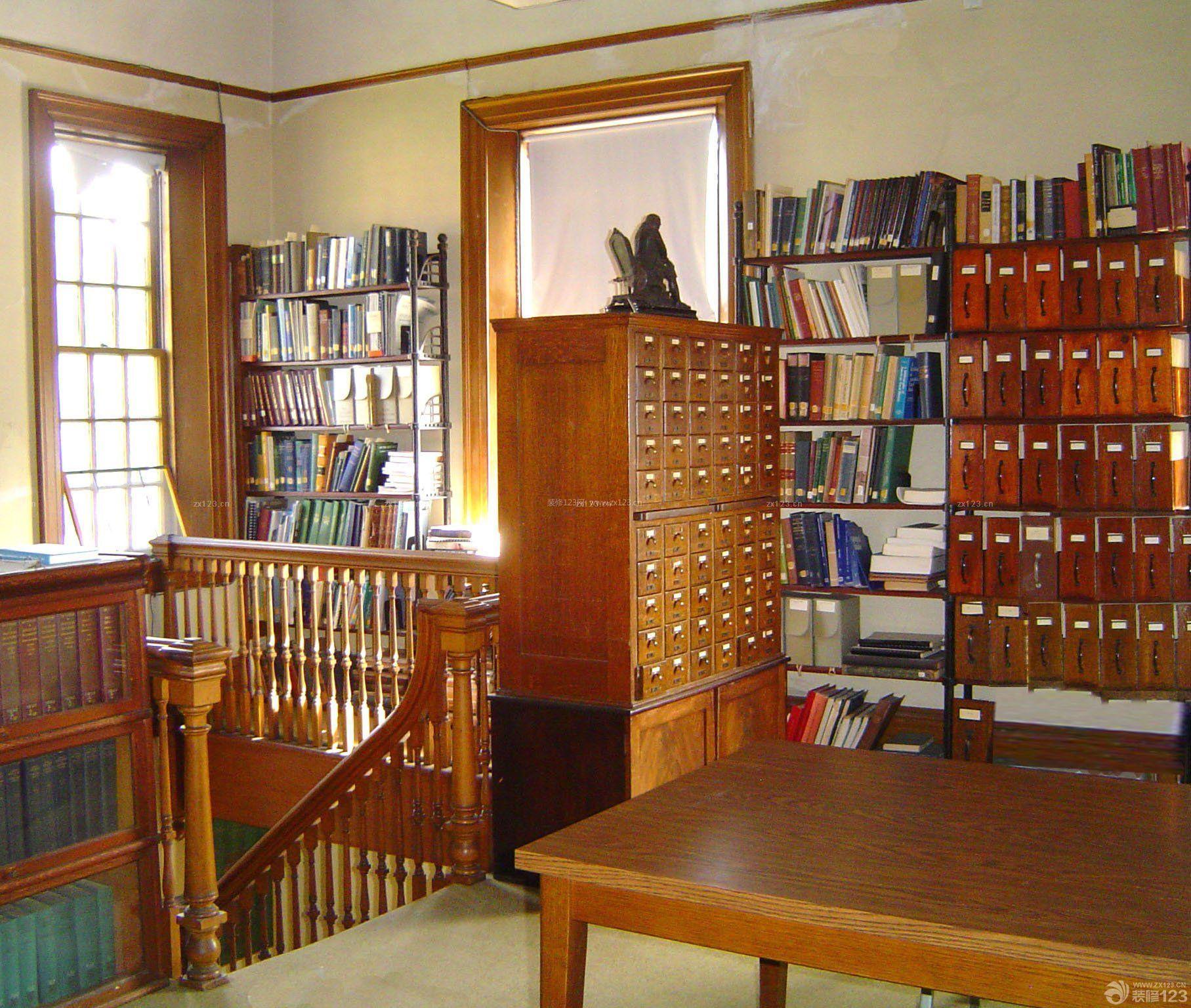 图书馆室内木楼梯扶手装修效果图
