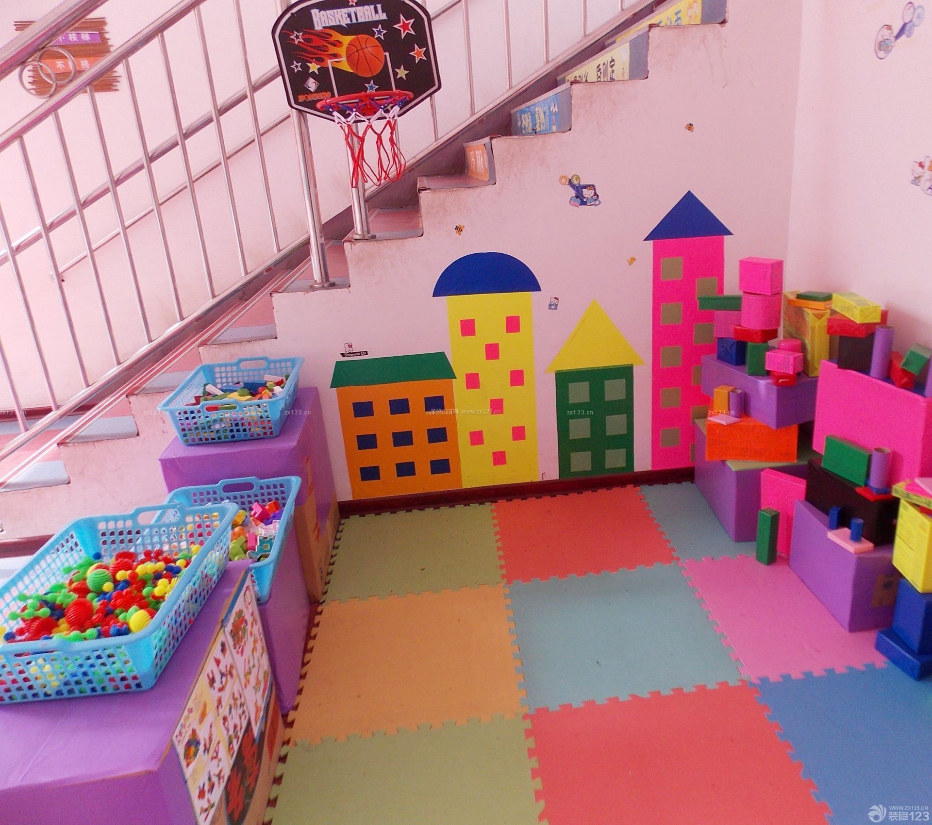 幼儿园室内不锈钢楼梯扶手装修设计图